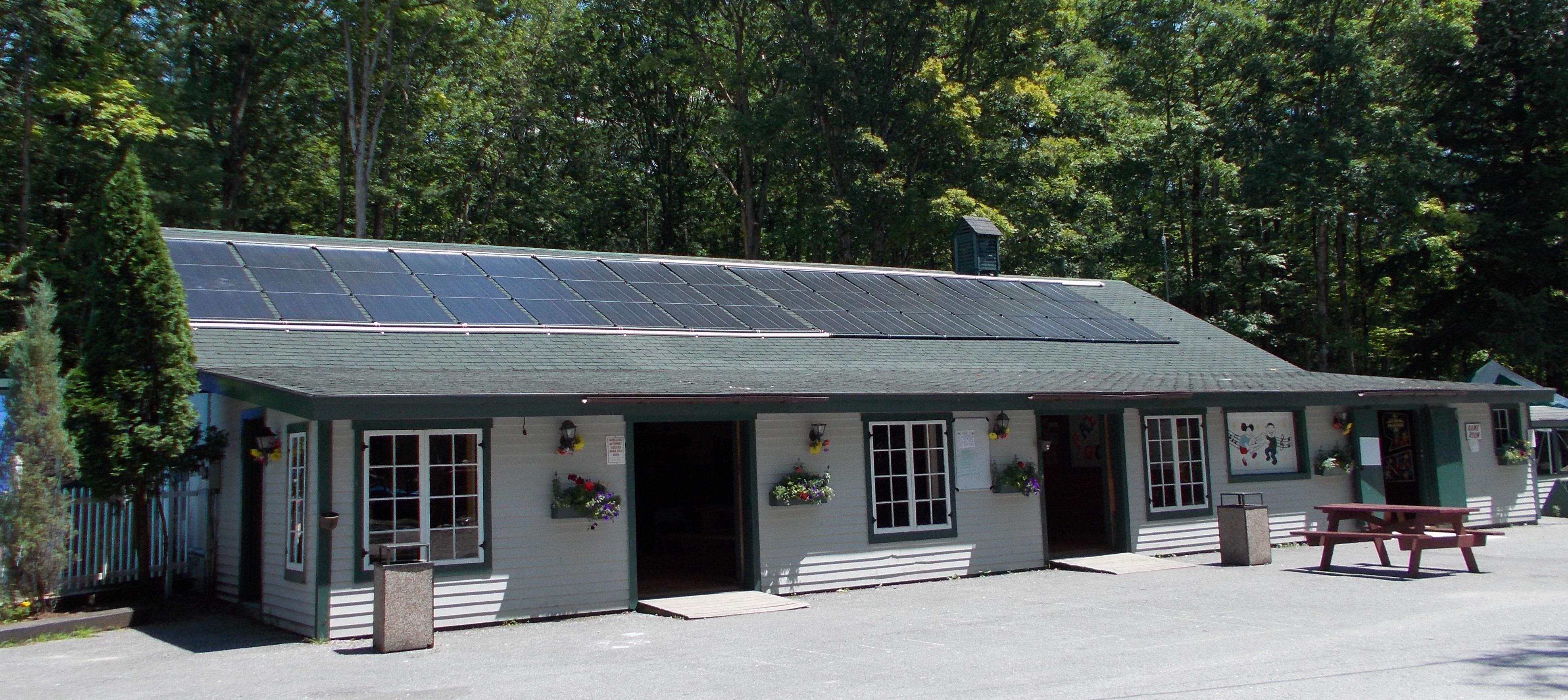 Kampersville-Solar-Pool-heater-2013-photo-cropped.jpg